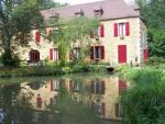 Near Sarlat, big renovated mill for reception offering 565m²